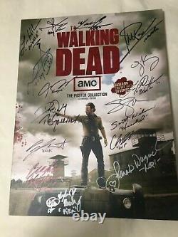 Autographe The Walking Dead Cast Poster Book 1st Season 16 Signatures Comic-con
