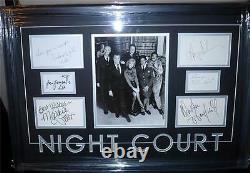 Cour De Nuit Signé Encadré Cast Psa/dna Harry Anderson, John Larroquette