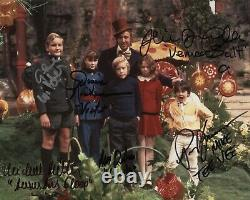 Gene Wilder + Kids Willy Wonka Cast Signé 8x10 Auto Autograph Chocolate Factory