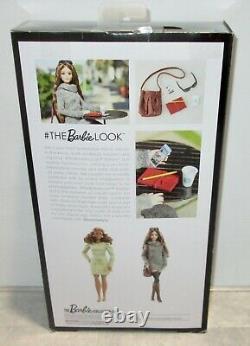 L'onf A Signé Par Le Projet De Loi G. Le Barbie Look Sweater Dress Doll Lagerfeld Face Mold