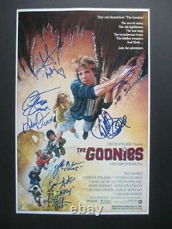 Le Côte De Goonies Signé 11x17 Photo Josh Brolin Sean Astin Dc/coa Complete Rare