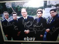 Les Sopranos Signés / Autographié Emmêlée Et Encadrée Cimetière Scène Photo. Psa Loa