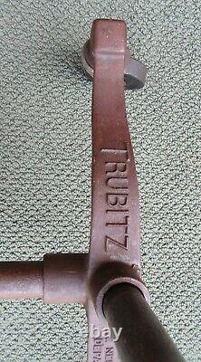 Rare Vintage Signé Trubitz Cast Iron Industrial Department Store Clothing Rack