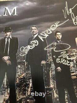 Sdcc Gotham Cast Signé Par 11 Poster Lot Comic Con 2015 Wb & Wristband