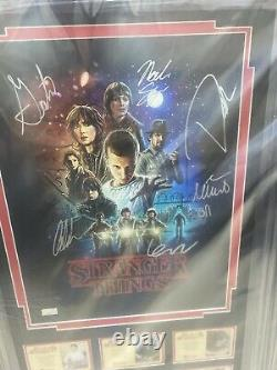 Stranger Things Cast Signé Autographed Display Authentic Coa