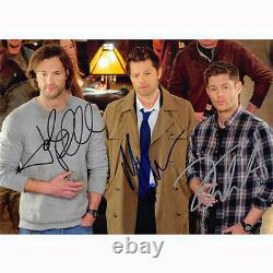 Supernatural Cast Par 3 (73811) Autographié En Personne 8x10 Avec Coa