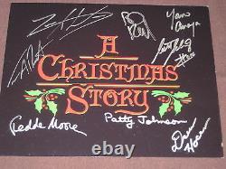 Une Photo De Noël Autographiée Par 8 Membres De La Distribution Withcoa