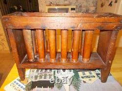 Vers 1830 Moule De Bougie En Résine De 12 Tubes En Bois Peint Rouge Tube Signé